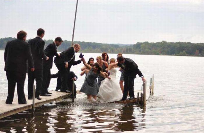 unfortunate_wedding_day_snafu_02 Неудачный свадебный снимок (13 фото)