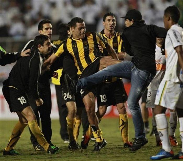 football_fight_02.jpg