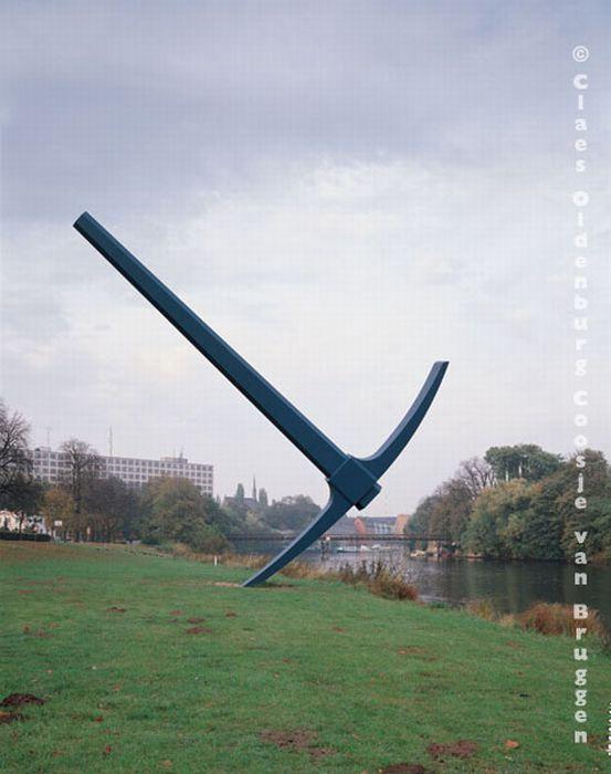Огромные скульптуры