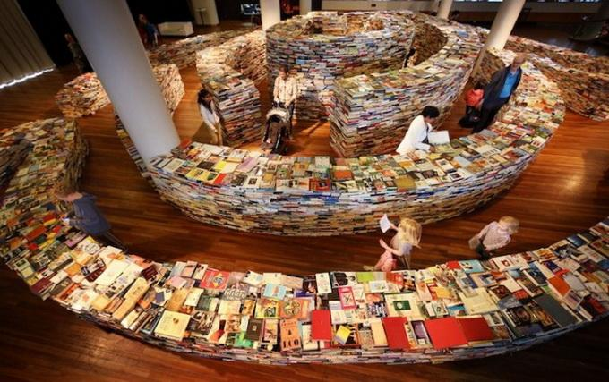 Блоги. Лабиринт из книг в Лондоне (5 фото). фото, книги, лондон, лабиринт