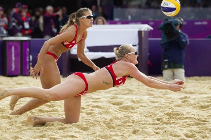 Женский пляжный волейбол и красивые девушки 27 фото
