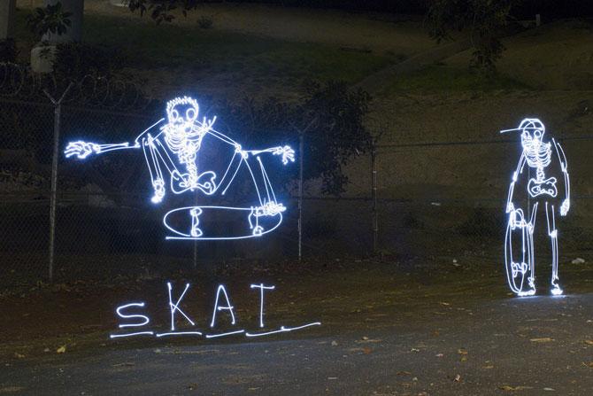 Блоги. Жизнь скелетов, нарисованных светом (20 фото). световые рисунки, скелеты, Даррен Пирсон