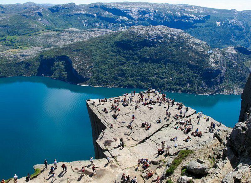 Прекестулен - скала для самых смелых (15 фото). норвегия, скала, достопримечательности, прекестулен, гигантский утес, для смелых