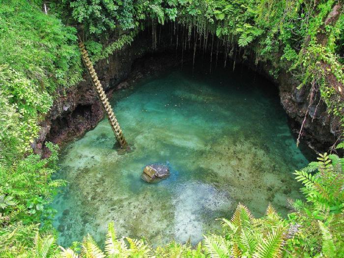 Великолепное озеро To Sua Ocean Trench