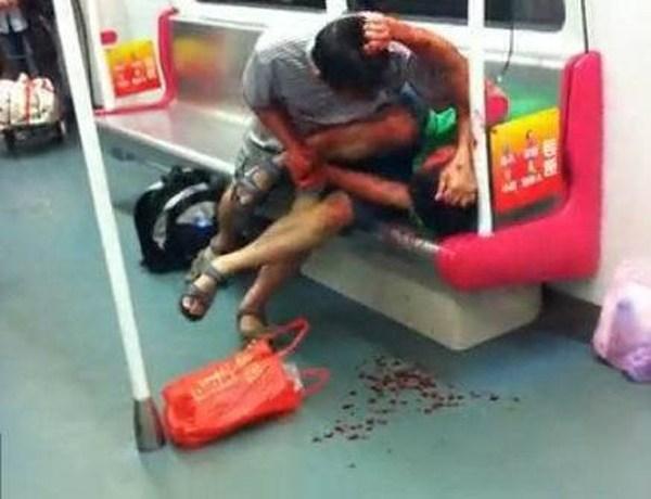 азиатки в метро китай: