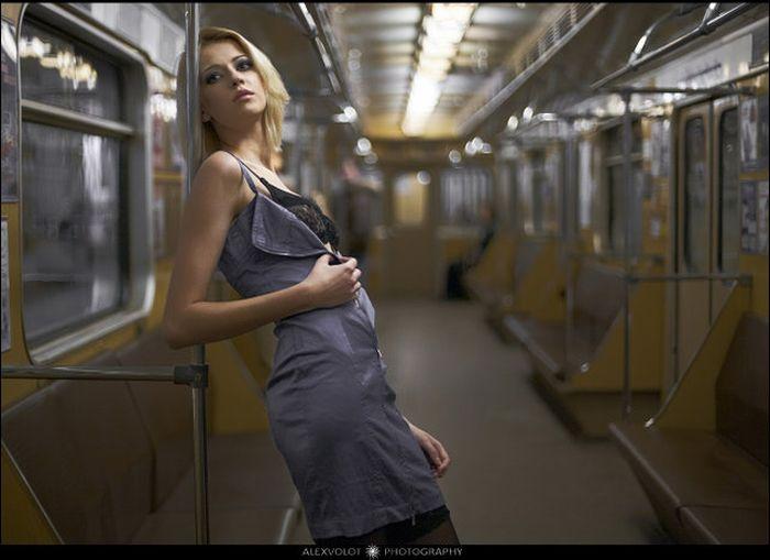 Эротика в метро онлайн 3 фотография