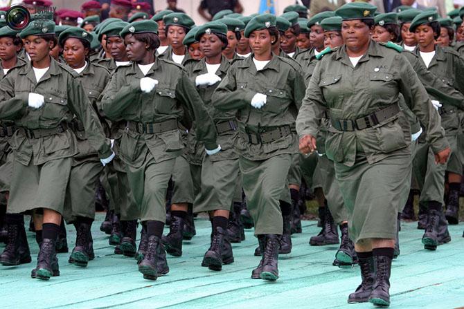 Женщины-военные из разных стран мира (12 фото)