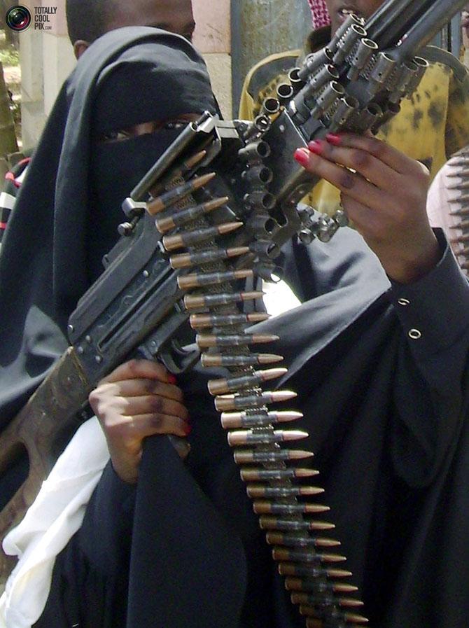Фотосессия девушек в военной форме и цветах 14 фотография