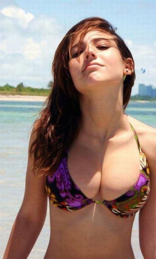 Смотреть девушка стоит на остановке русское порно 16 фотография