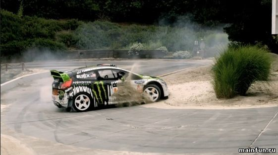 DC SHOES: KEN BLOCK'S GYMKHANA FOUR; THE HOLLYWOOD MEGAMERCIAL