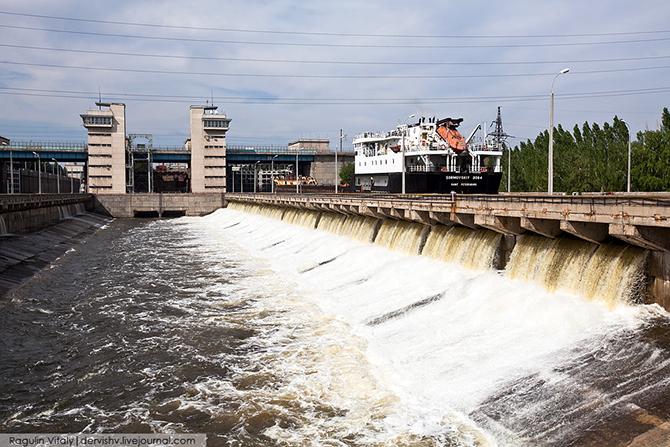 Как работает судоходный шлюз Волжской ГЭС