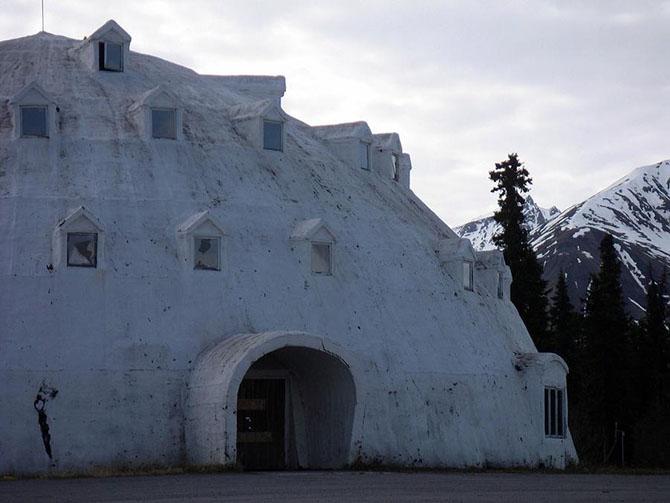 Заброшенный отель иглу на Аляске