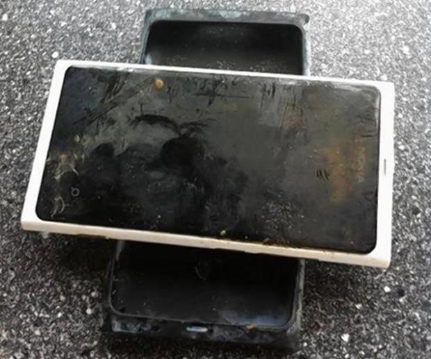 Смартфон пролежал на дне озера 3 месяца и до сих пор работает
