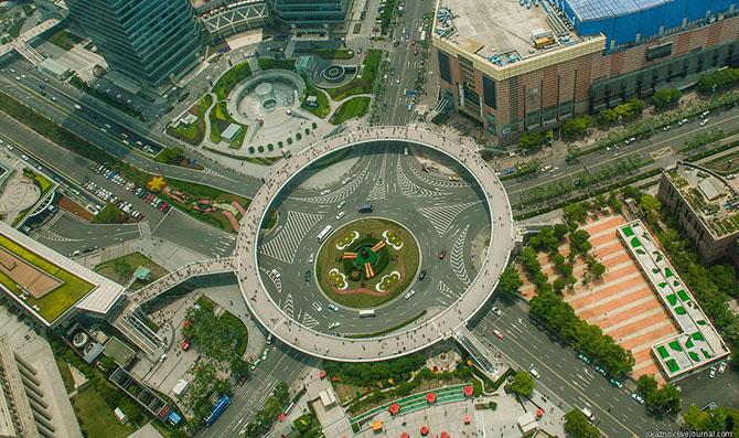 Необычный пешеходный переход в Шанха