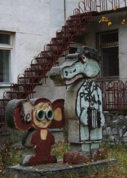 Скульптуры на детских площадках