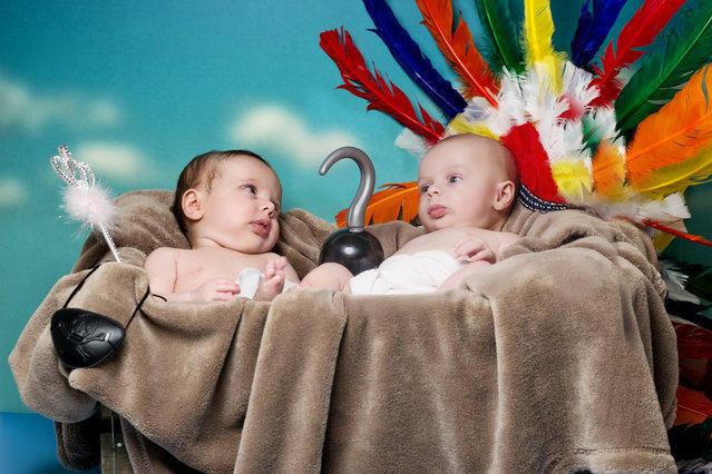 Младенцы участвуют в воссоздании известных книг