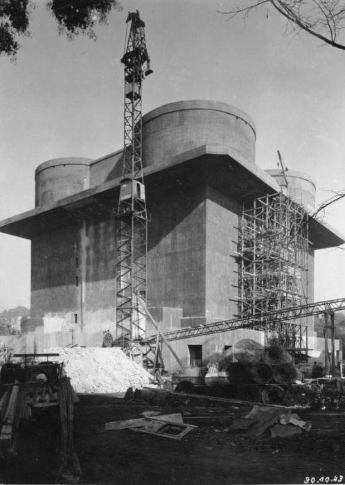 Электростанция из заброшенного бункера (9 фото)