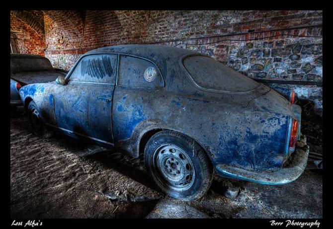 Автопарк ретро автомобилей «Альфа-Ромео» в подземелье