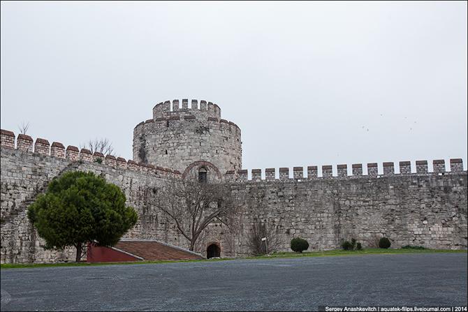 Золотые Ворота Царьграда или Тюрьма для ВИП-персон