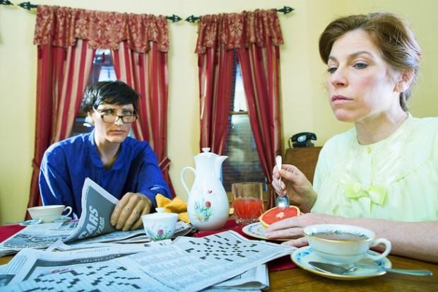 Женщина 14 лет живёт с семьёй манекенов
