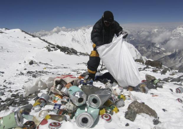 Непал вводит налог на мусор и фекалии на Эвересте