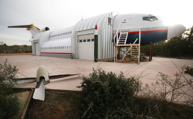 Необычный дом-самолет