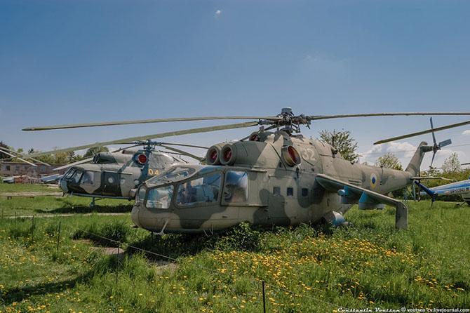 Экскурсия по Государственному музею авиации Украины