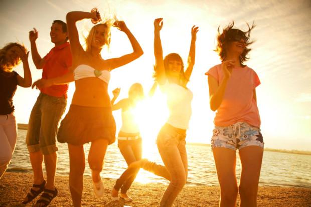 Эффект очереди объясняет, почему вы не запоминаете имена новых знакомых на людных вечеринках