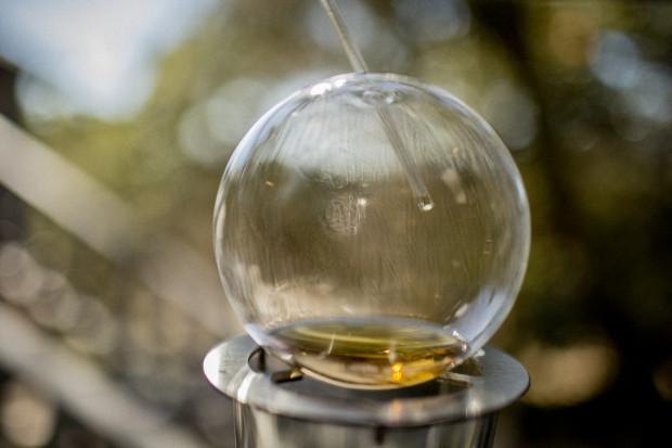 С помощью этого устройства можно просто «внюхать» алкоголь через соломинку