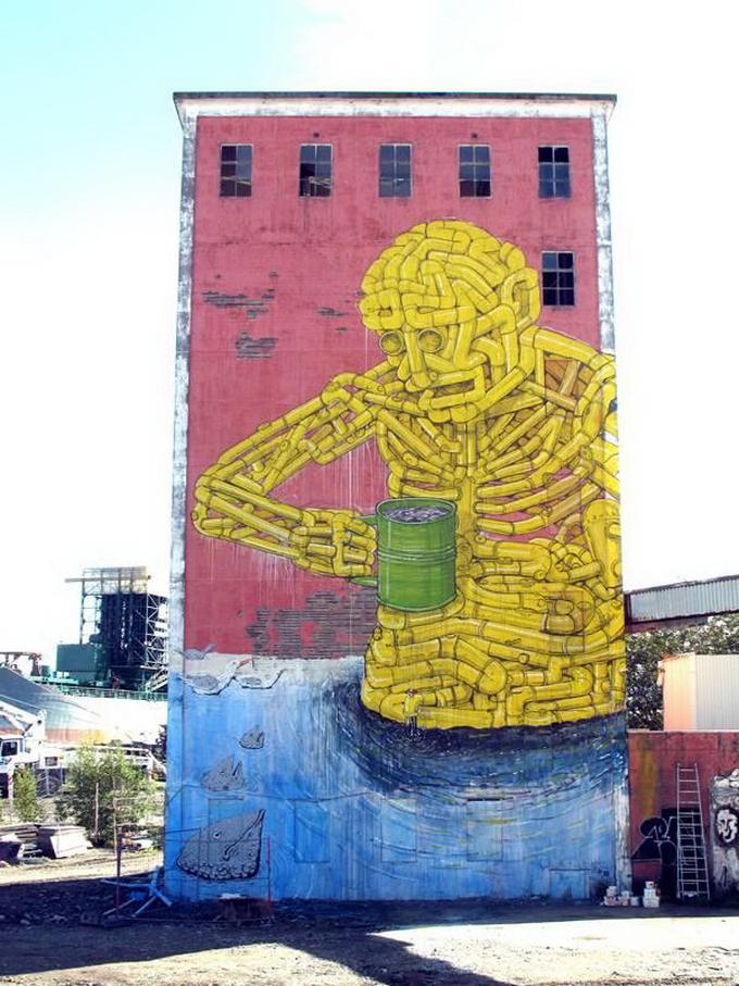 Уличный художник Blu