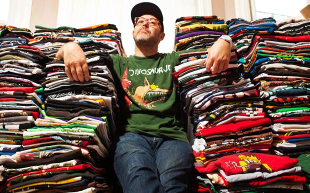 Парень 1000дней подряд вёл блог про 1000 футболок