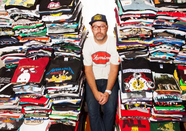 Парень 1000 дней подряд вёл блог про 1000 футболок