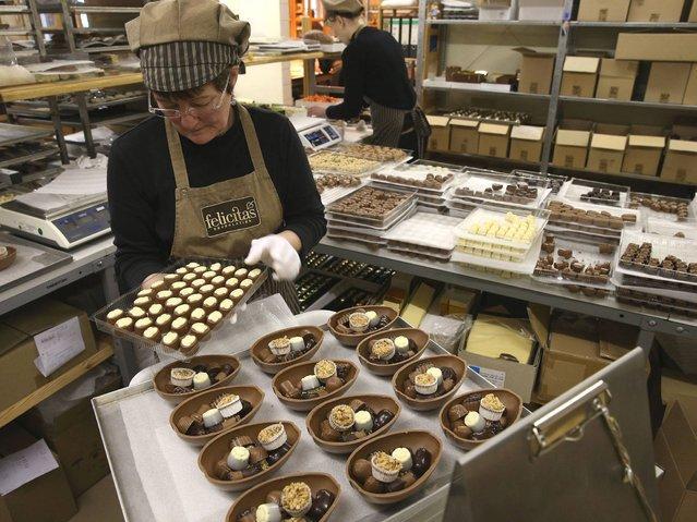 Как делают шоколадных пасхальных кроликов в Германии