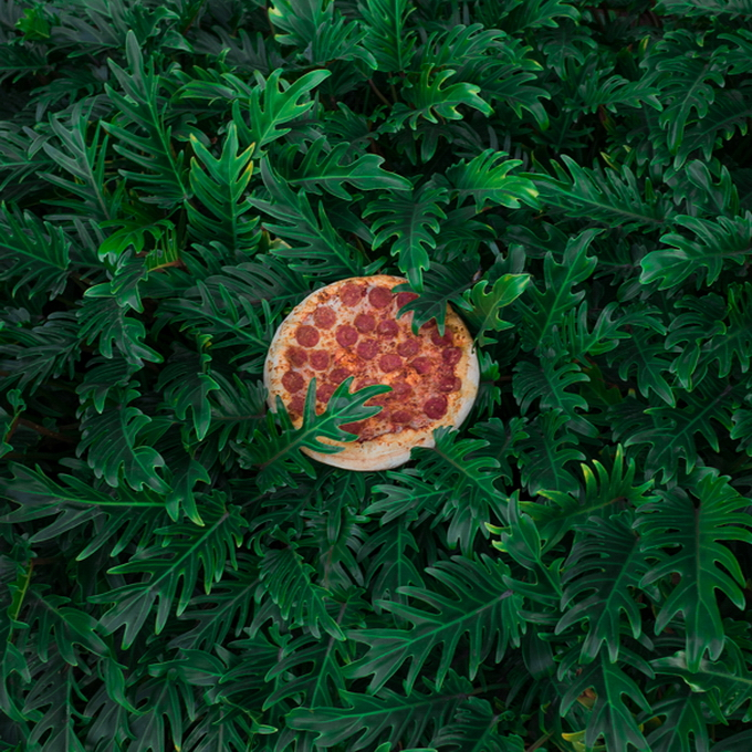 """Фотосерия """"Пицца на свободе"""" от Jonpaul Douglass"""