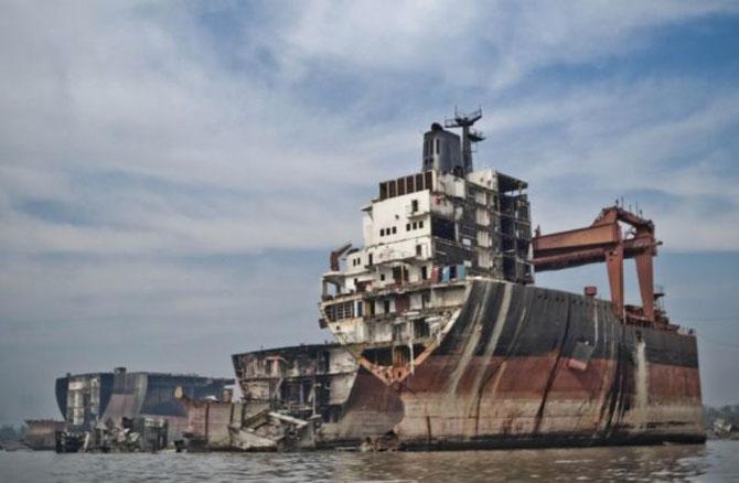 Как разбирают корабли в Бангладеш