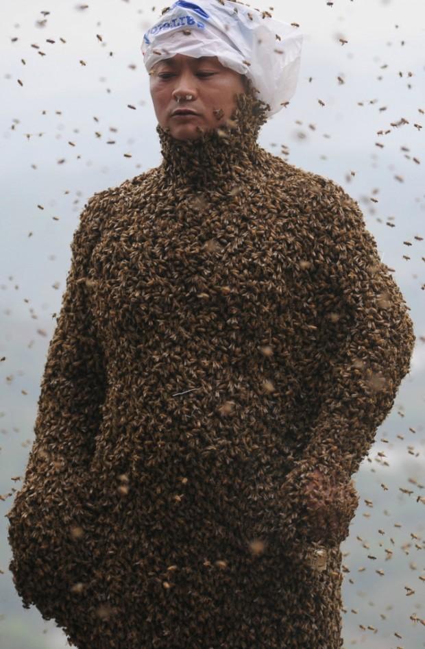CHINA-PEOPLE-BEE WEARING