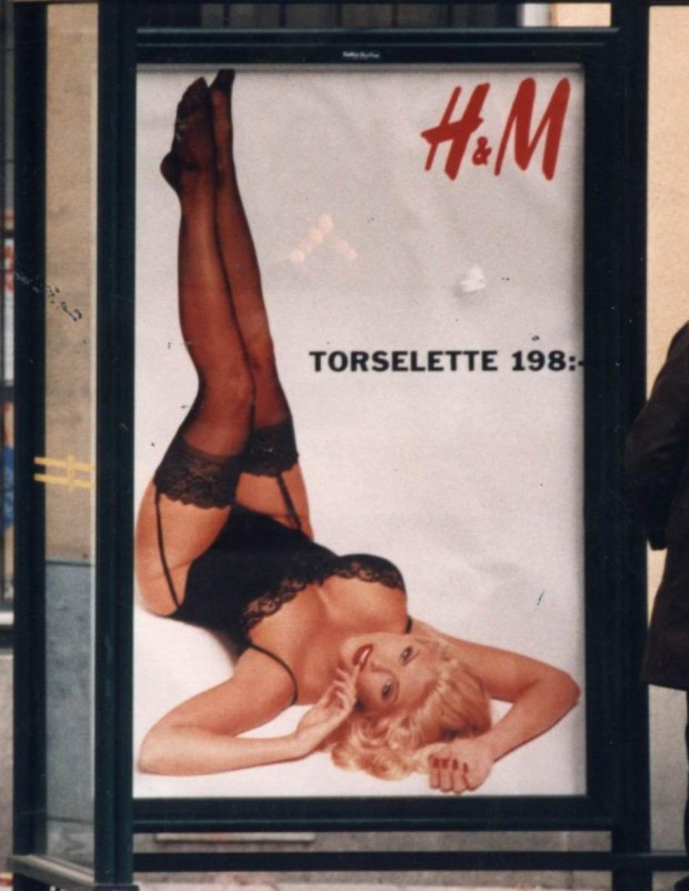 Реклама женского нижнего белья на придорожных щитах привела к 18 авариям в городах Европы