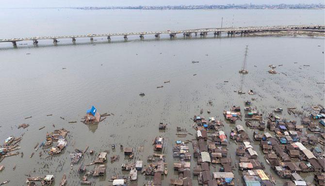 Прогулка по плавающим трущобам в Нигерии