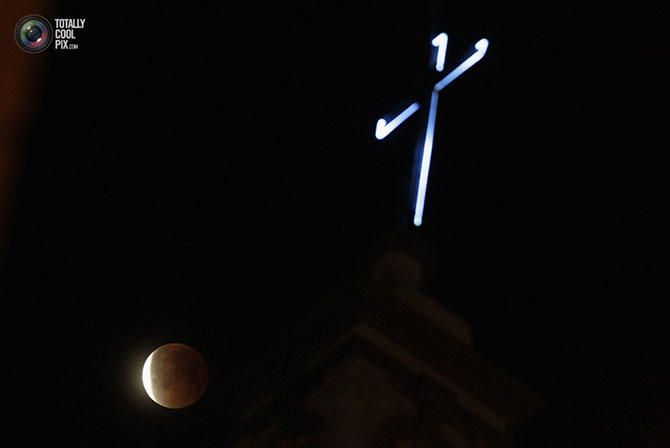 Как проходило полное лунное затмение