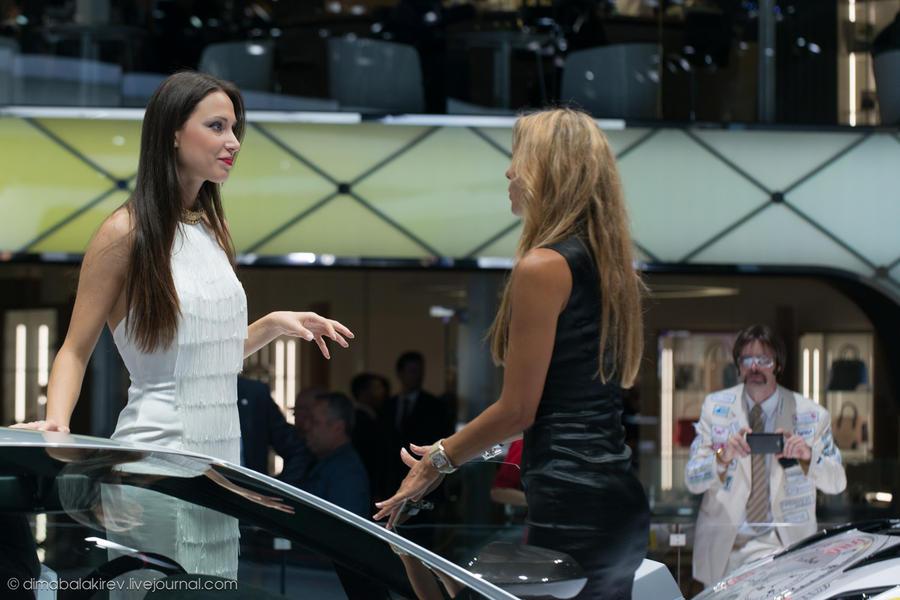 Девушки с международного автосалона IAA 2013