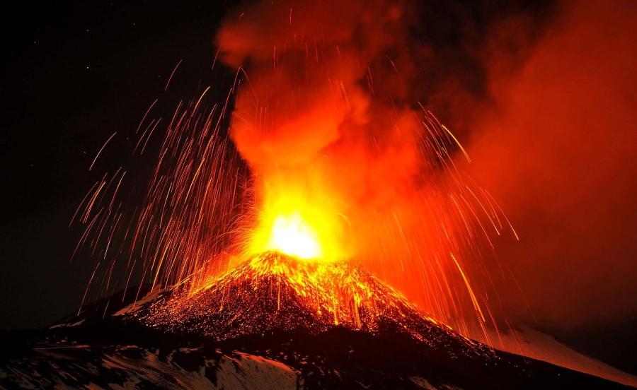 Вулкан Этна осветил Сицилию (7 фото)