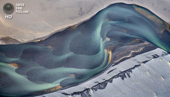 Ледниковые реки Исландии с высоты птичьего полёта