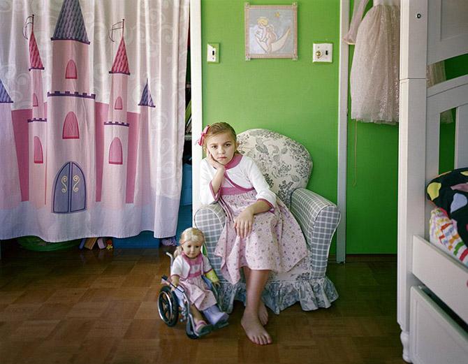 Детская мода: девочки и их куклы