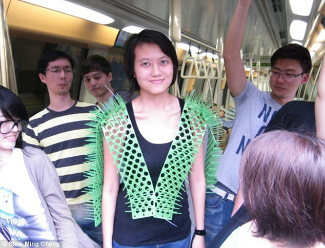 Необычное приспособление для езды в метро