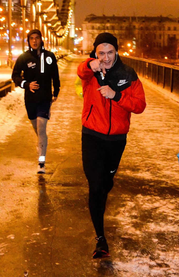 350 бегунов приняли участие в ночном зимнем забеге