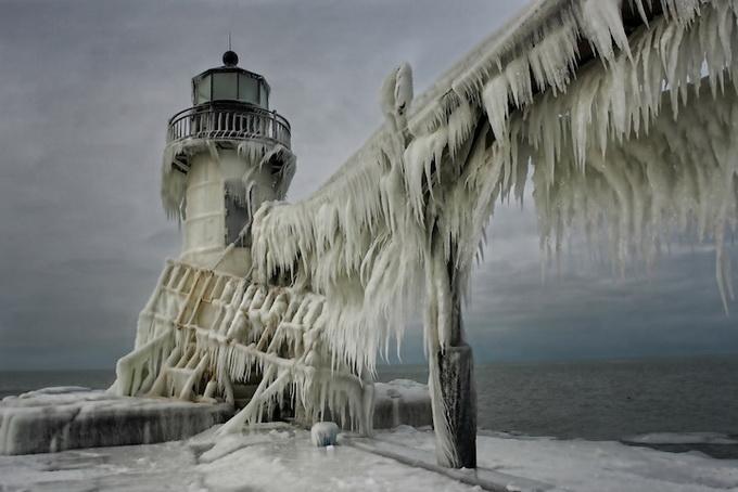 Замерзшие маяки в Мичигане