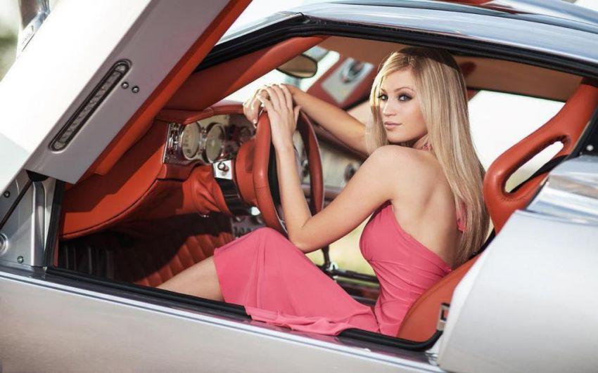 seksualnie-foto-devushek-s-avto