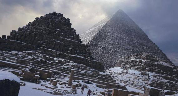 Египетские пирамиды в снегу
