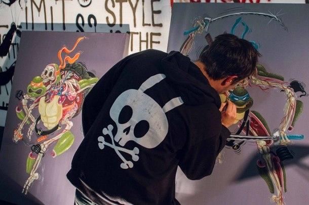 Художник Nychos специализируется на вскрытии человеческого  тела. По случаю выставки Street анатомии в Сан-Франциско, он решил препарировать четыре персонажа Ninja Turtles.
