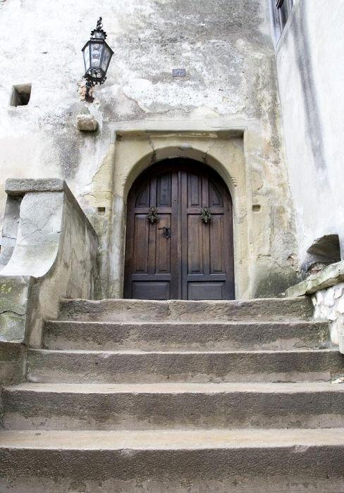 Замок дракулы выставлен на продажу